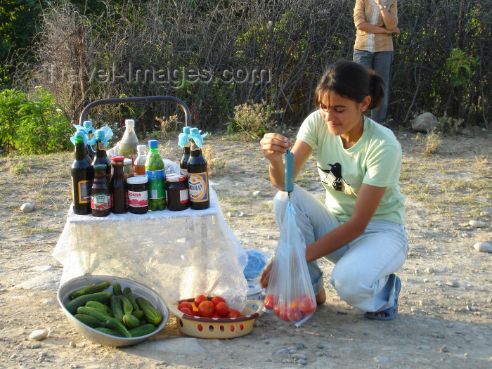 azer185: Chirag Gala / Ciraq Qala - Davachi rayon, Azerbaijan: girl weighting tomatoes - photo by F.MacLachlan - (c) Travel-Images.com - Stock Photography agency - Image Bank