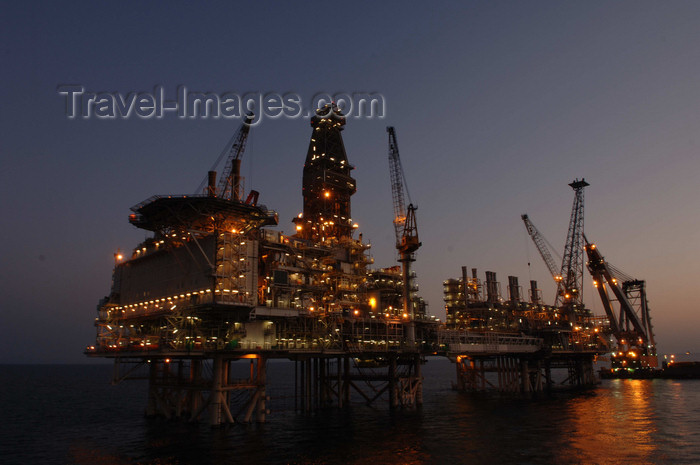 azer192: Caspian sea - oil rig - Topsides and CWP - BP is operator for the Azerbaijan International Operating Company (AIOC) - Central Azeri section of Azeri-Chirag-Gunashli oil field - photo by L.McKay - (c) Travel-Images.com - Stock Photography agency - Image Bank