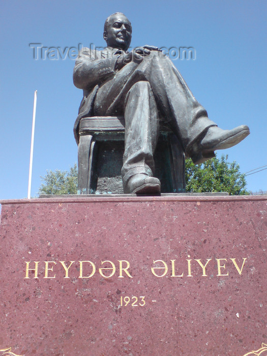 azer193: Azerbaijan - Altyaghach National Park, Xizi rayon: statue of Heydar Aliyev at the Cennet Baghi resort, apparently the man never dies - photo by N.Mahmudova - (c) Travel-Images.com - Stock Photography agency - Image Bank