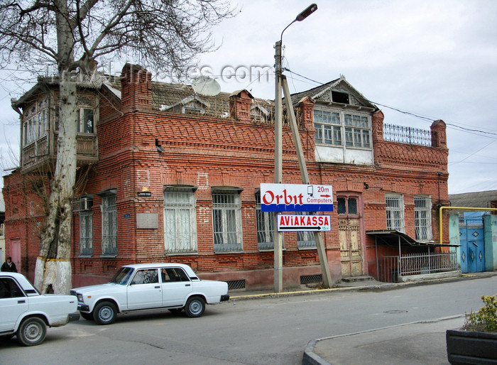 azer197: Ganca, Azerbaijan: old brick building - photo by N.Mahmudova - (c) Travel-Images.com - Stock Photography agency - Image Bank