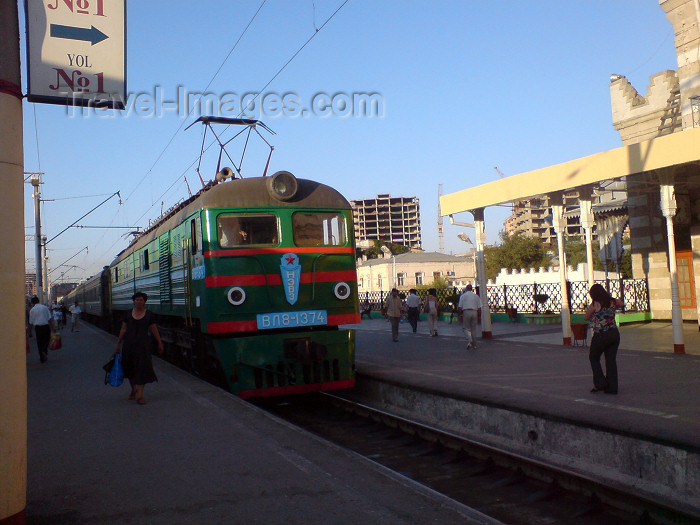 azer206: Azerbaijan - Baku: train to Tbilisi - Baku train station - photo by N.Mahmudova - (c) Travel-Images.com - Stock Photography agency - Image Bank