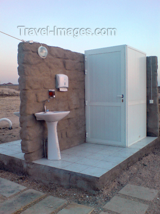azer211: Azerbaijan - Bilgah / Bilgeh - Absheron peninsula - Baki Sahari: roof-less, wall-less WC - photo by N.Mahmudova - (c) Travel-Images.com - Stock Photography agency - Image Bank