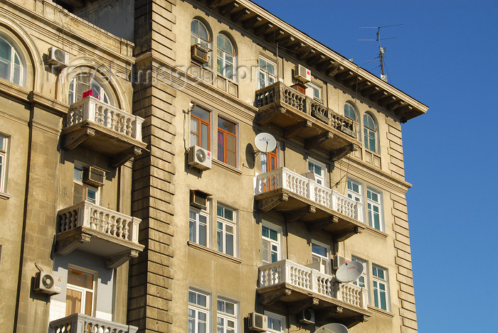 azer22: Azerbaijan - Baku: Monolit, a massive Soviet apartment block built in the 1940s - architect: Konstantin Ivanovich Senchikhin - photo by M.Torres - (c) Travel-Images.com - Stock Photography agency - Image Bank