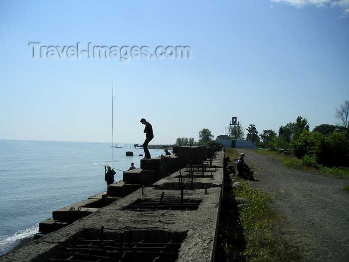 azer235: Azerbaijan - Lankaran / Lenkoran: fishing off the waterfront (photo by F.MacLachlan) - (c) Travel-Images.com - Stock Photography agency - Image Bank
