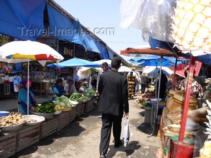 azer239: Azerbaijan - Lankaran / Lenkoran: in the bazaar (photo by F.MacLachlan) - (c) Travel-Images.com - Stock Photography agency - Image Bank