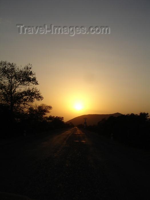 azer260: Azerbaijan - Sheki: sunset (photo by R.Khalilov) - (c) Travel-Images.com - Stock Photography agency - Image Bank