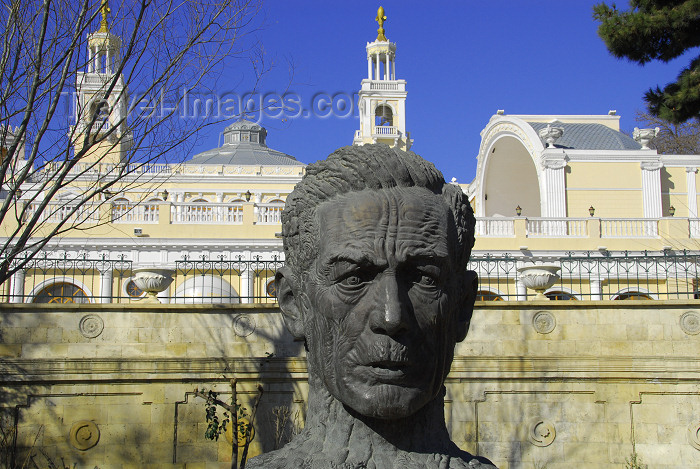 azer268: Azerbaijan - Baku: poet Aliaga Vahid bust - Muslim Magomayev State Philarmony /  philharmonic - architect G.Termikelov -  Istiglaliyyat Street - sculptor Ragib Gasanov - photo by M.Torres - (c) Travel-Images.com - Stock Photography agency - Image Bank