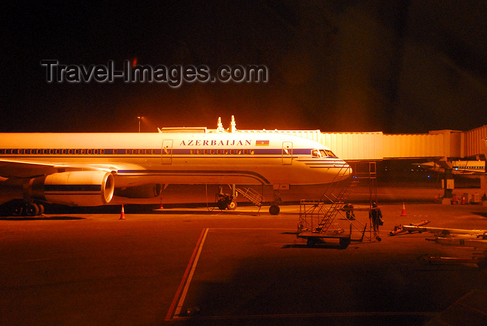 azer278: Azerbaijan - Baku: AZAL Azerbaijan Airlines Boeing 757-22L - Baku airport, Geydar Aliyev - GYD, at night - photo by Miguel Torres - (c) Travel-Images.com - Stock Photography agency - Image Bank