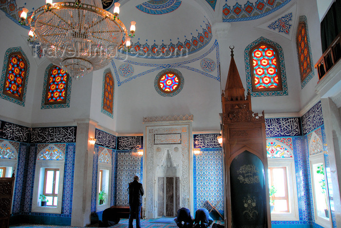 azer286: Azerbaijan - Baku: Martyrs mosque - interior - men praying - Martyrdoom Mosque - religion - Islam - photo by Miguel Torres - (c) Travel-Images.com - Stock Photography agency - Image Bank