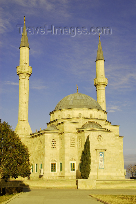 azer287: Azerbaijan - Baku: Turkish mosque - Martyrs mosque - Sunni mosque near Martyrs alley - Mimar Sinan - Sahidlik Mascidi - photo by Miguel Torres - (c) Travel-Images.com - Stock Photography agency - Image Bank