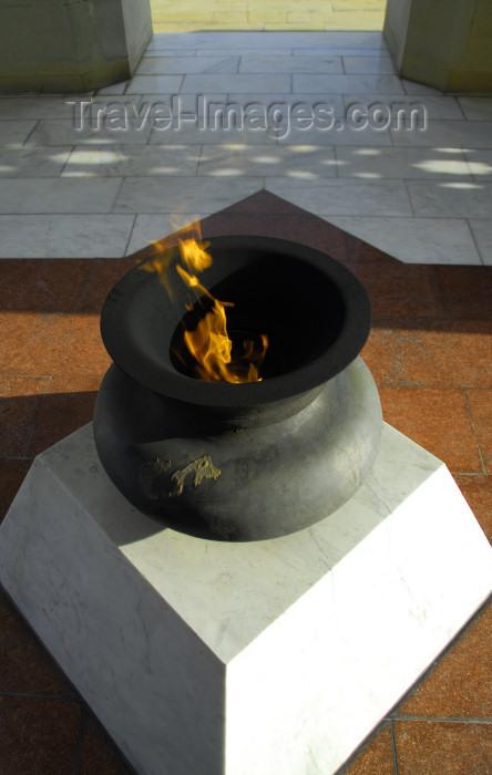azer297: Azerbaijan - Baku: monument on Martyrs' Lane - eternal flame - Shahidlar Hiyabany - photo by M.Torres - (c) Travel-Images.com - Stock Photography agency - Image Bank
