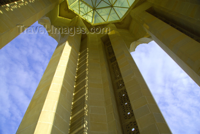 azer298: Azerbaijan - Baku: monument on Martyrs' Lane  - from inside, looking at the sky - Shahidlar Hiyabany - photo by M.Torres - (c) Travel-Images.com - Stock Photography agency - Image Bank