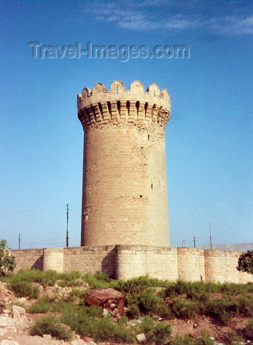 azer3: Azerbaijan - Mardakan: round tower - fortress - photo by M.Torres - (c) Travel-Images.com - Stock Photography agency - Image Bank