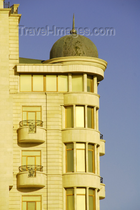 azer312: Azerbaijan - Baku: residential building - photo by M.Torres - (c) Travel-Images.com - Stock Photography agency - Image Bank