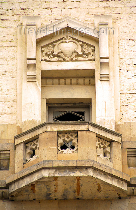 azer33: Azerbaijan - Baku: old building of the train station - balcony with heart - lovers balcony - Jafar Jabbarli sq. (photo by M.Torres) - (c) Travel-Images.com - Stock Photography agency - Image Bank
