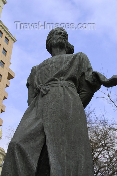 azer330: Azerbaijan - Baku: statue of classical poet Nasimi - his poems are often used by Mugham singers - photo by M.Torres - (c) Travel-Images.com - Stock Photography agency - Image Bank