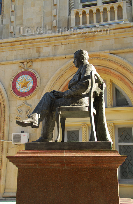 azer346: Azerbaijan - Baku: statue of an academic and his chair, Yusif Mammadaliyev - Academy of Sciences - photo by M.Torres - (c) Travel-Images.com - Stock Photography agency - Image Bank