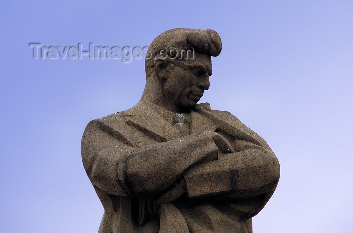 azer350: Azerbaijan - Baku: Jafar Jabbarli statue, Azerbaijani playwright, poet, director and screenwriter - sculpted by Mirali Mirkasymov (photo by M.Torres) - (c) Travel-Images.com - Stock Photography agency - Image Bank