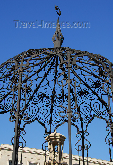 azer355: Azerbaijan - Baku: Zodiac fountain - cast iron decoration - photo by M.Torres - (c) Travel-Images.com - Stock Photography agency - Image Bank