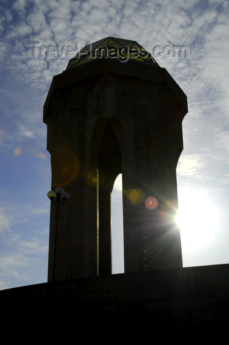 azer362: Azerbaijan - Baku: Martyrs' monument - silhouette - sun - Shahidlar Hiyabany - photo by M.Torres - (c) Travel-Images.com - Stock Photography agency - Image Bank