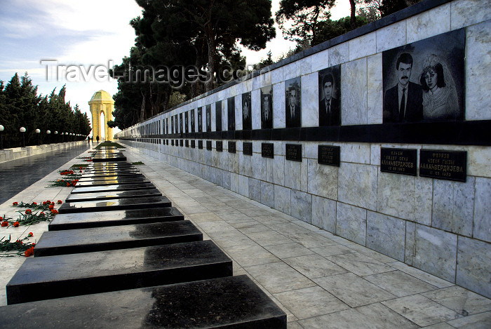 azer366: Azerbaijan - Baku: Black January victims graves and Martyrs' monument on Martyrs' Lane - Shahidlar Hiyabany - photo by M.Torres - (c) Travel-Images.com - Stock Photography agency - Image Bank