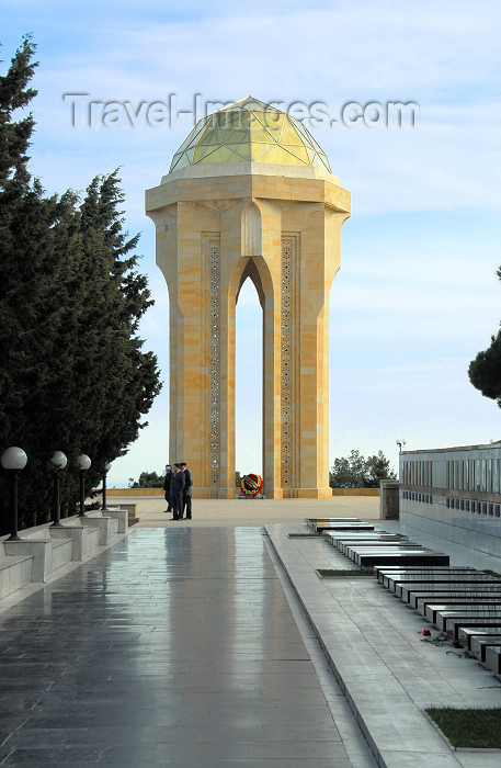 azer368: Azerbaijan - Baku: Martyrs' and Black January victims graves on Martyrs' Lane - Shahidlar Hiyabany - photo by M.Torres - (c) Travel-Images.com - Stock Photography agency - Image Bank