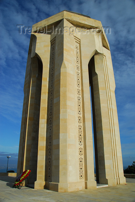 azer372: Azerbaijan - Baku: Martyrs' monument - Nakhichevan tomb style - view at 3/4 - Shahidlar Hiyabany - photo by M.Torres - (c) Travel-Images.com - Stock Photography agency - Image Bank