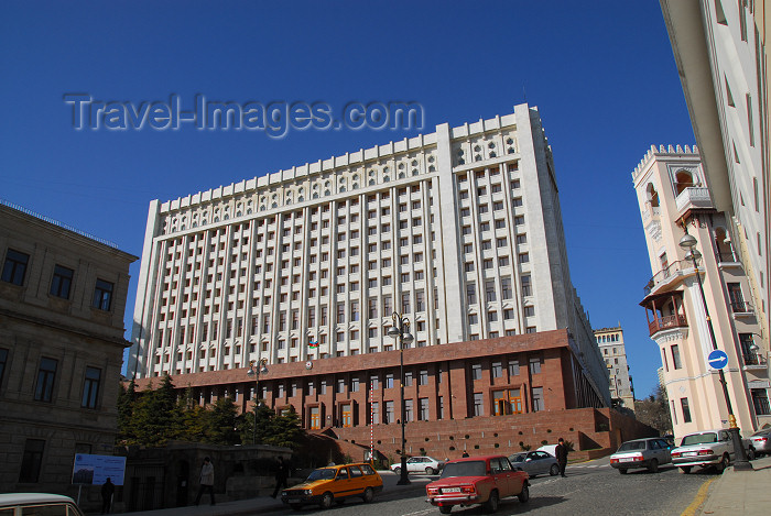 azer38: Azerbaijan - Baku: White House, the president's office - former headquarters of Azerbaijan's communist party - Istiglaliet street - photo by Miguel Torres - (c) Travel-Images.com - Stock Photography agency - Image Bank