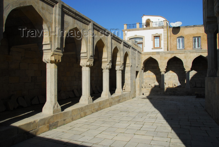 azer381: Azerbaijan - Baku: gallery-arcade by the Divankhane, said to be the Harem - Shirvan Shah's palace / Shirvanshahlar sarayi - UNESCO world heritage - photo by Miguel Torres - (c) Travel-Images.com - Stock Photography agency - Image Bank