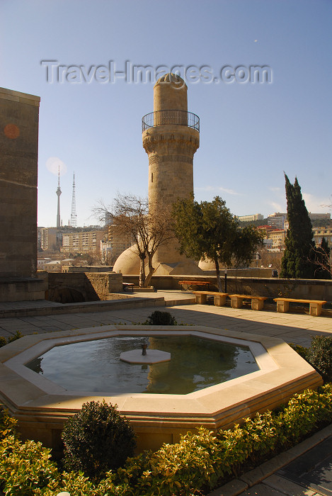 azer383: Azerbaijan - Baku: fountain and Royal mosque - Shirvan Shah's palace / Shirvanshahlar sarayi - UNESCO listed - photo by Miguel Torres) - (c) Travel-Images.com - Stock Photography agency - Image Bank