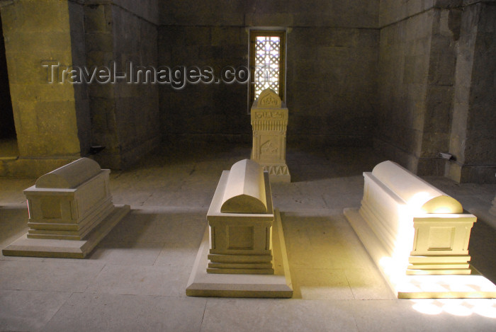 azer385: Azerbaijan - Baku: tombs - Shirvanshah or Shirvan Shah's palace / Shirvanshahlar sarayi - UNESCO listed - photo by Miguel Torres - (c) Travel-Images.com - Stock Photography agency - Image Bank
