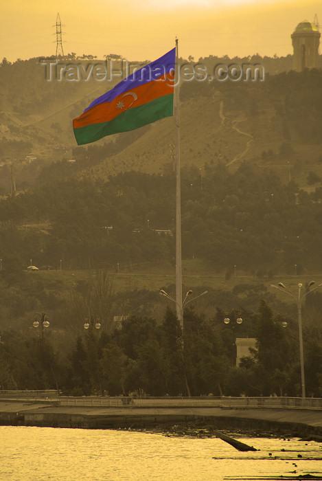 azer392: Azerbaijan - Baku: Azerbaijani flag and Baku bay - sunset (photo by Miguel Torres) - (c) Travel-Images.com - Stock Photography agency - Image Bank
