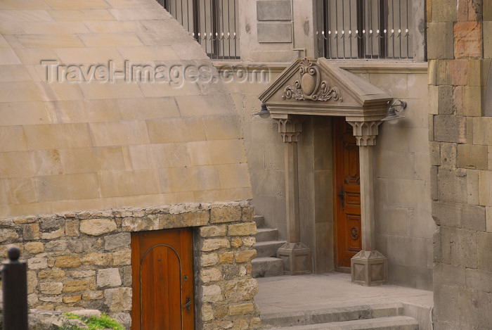 azer396: Azerbaijan - Baku: old town - rhetorical porch - Icheri Sheher - inner city - photo by Miguel Torres - (c) Travel-Images.com - Stock Photography agency - Image Bank
