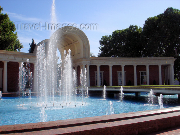 azer417: Ganca / Ganja - Azerbaijan: museum and fountain - photo by F.MacLachlan - (c) Travel-Images.com - Stock Photography agency - Image Bank