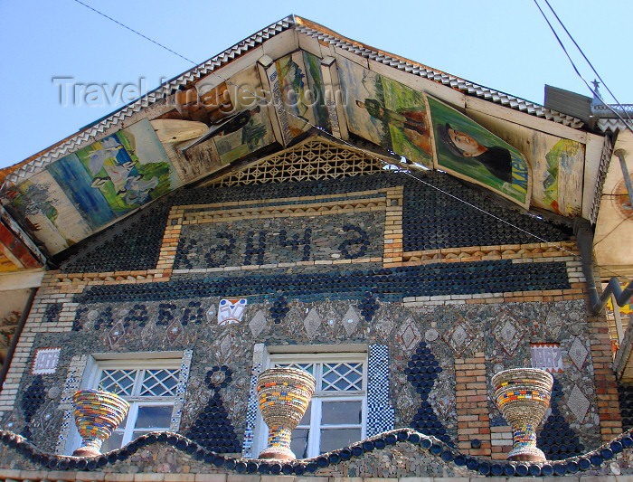 azer419: Ganca / Ganja - Azerbaijan: bottle house - vases and façade detail - two-storey building decorated with about 50.000 glass bottles - photo by F.MacLachlan - (c) Travel-Images.com - Stock Photography agency - Image Bank