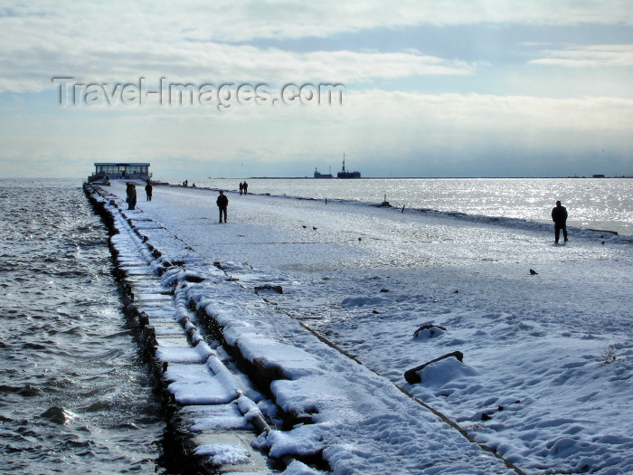 azer426: Baku - Azerbaijan: long pier covered in ice and snow - Caspian Sea - photo by F.MacLachlan - (c) Travel-Images.com - Stock Photography agency - Image Bank