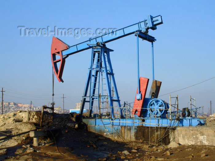 azer427: Baku - Azerbaijan: nodding donkey pumpjack near the harbour, below Bibi Heybat Mosque - photo by F.MacLachlan - (c) Travel-Images.com - Stock Photography agency - Image Bank