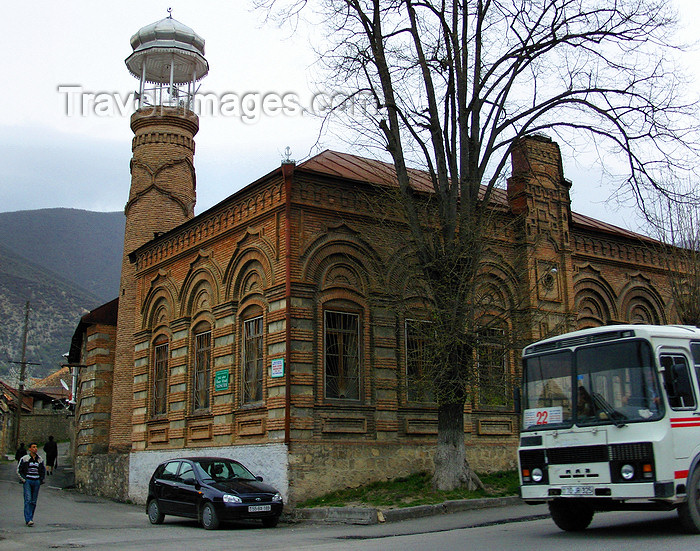 azer431: Sheki / Shaki - Azerbaijan: Omar Efendi mosque - red brick building - photo by N.Mahmudova - (c) Travel-Images.com - Stock Photography agency - Image Bank