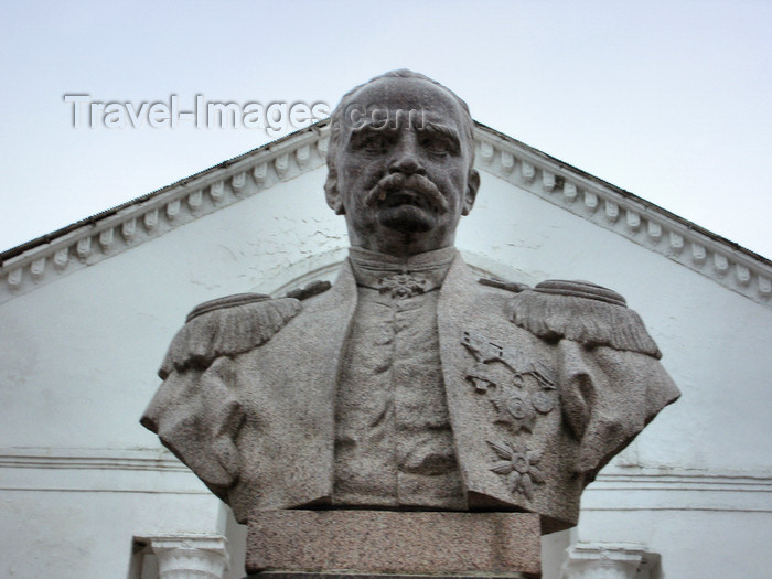 azer435: Sheki / Shaki - Azerbaijan: Mirza Fatali Akhundov - bust of the author and philosopher - photo by N.Mahmudova - (c) Travel-Images.com - Stock Photography agency - Image Bank