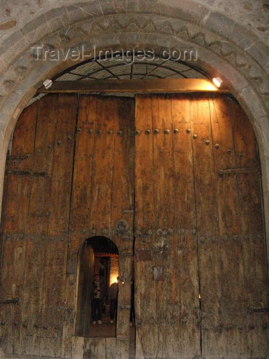 azer438: Sheki / Shaki - Azerbaijan: gate of the caravansaray hotel - photo by N.Mahmudova - (c) Travel-Images.com - Stock Photography agency - Image Bank