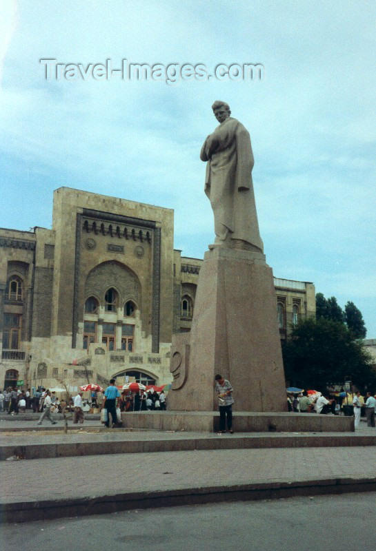 azer44: Azerbaijan - Jafar Jabbarli statue and the old train station, by sculptor Mirali Mirkasymov/ Jafar Jabbarly (photo by Miguel Torres) - (c) Travel-Images.com - Stock Photography agency - Image Bank
