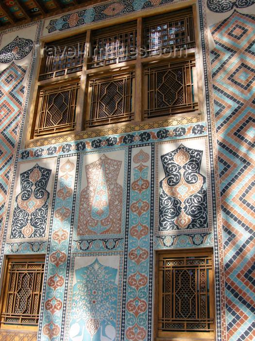 azer449: Sheki / Shaki - Azerbaijan: Sheki Khans' palace - lavish decoration of the facade - floral tile panels - Khansarai - photo by N.Mahmudova - (c) Travel-Images.com - Stock Photography agency - Image Bank