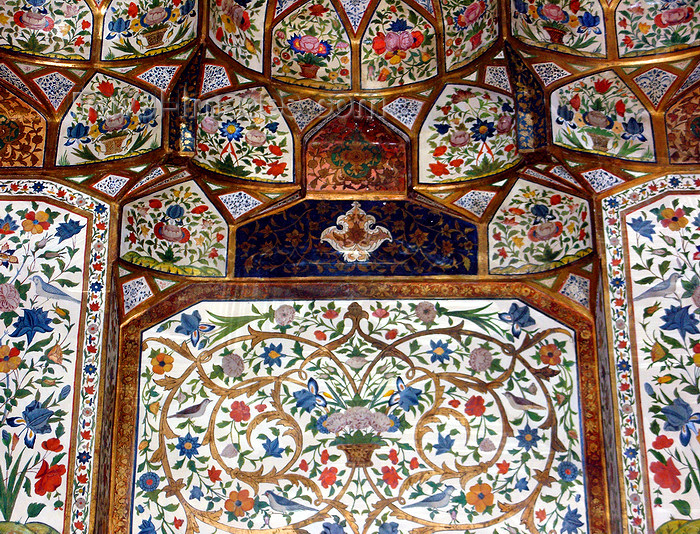 azer456: Sheki / Shaki - Azerbaijan: Sheki Khans' palace - muqarnas in the interior - floral motives - Khansarai - photo by N.Mahmudova - (c) Travel-Images.com - Stock Photography agency - Image Bank