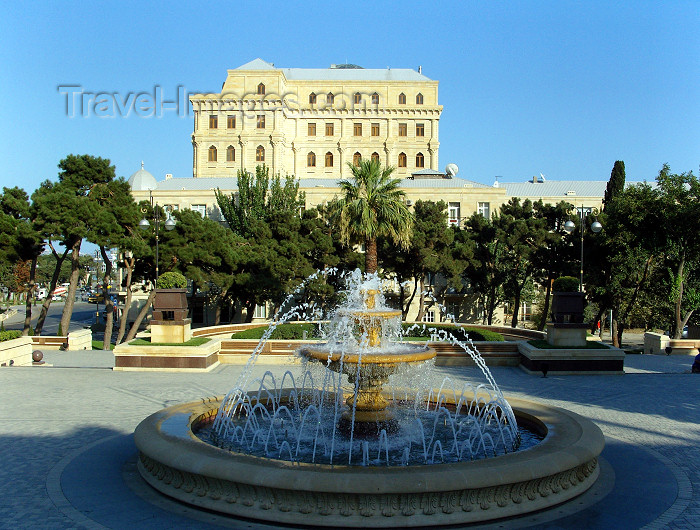 azer464: Baku, Azerbaijan: garden by the R.Mustafaev Arts Museum - photo by N.Mahmudova - (c) Travel-Images.com - Stock Photography agency - Image Bank