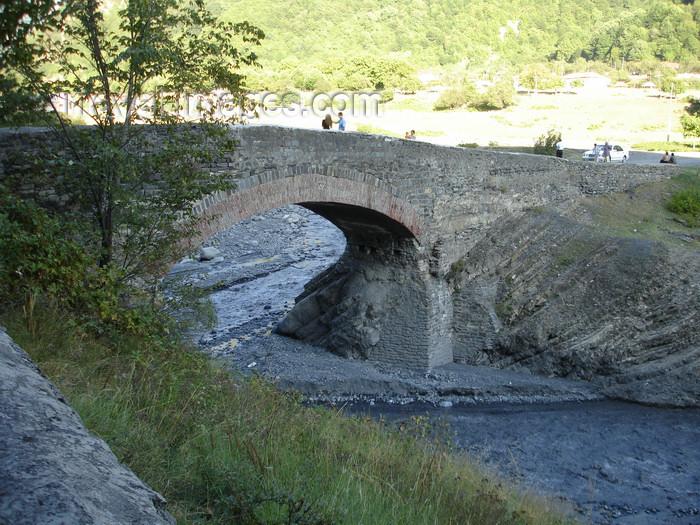 azer467: Azerbaijan - Ilisu - 16th century bridge - Ulu Kerpu - Kumukchai river - photo by F.MacLachlan - (c) Travel-Images.com - Stock Photography agency - Image Bank