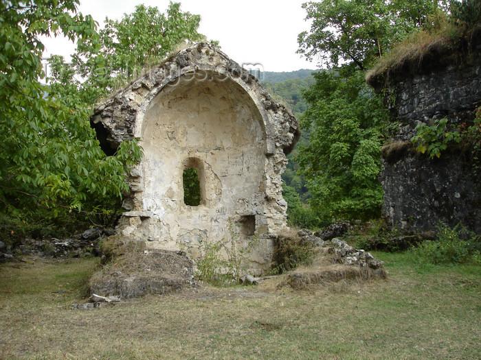 azer476: Azerbaijan - Lekit - Yeddi Kilisa - seven churches - apse - ruins of the  monastic complex - photo by F.MacLachlan - (c) Travel-Images.com - Stock Photography agency - Image Bank