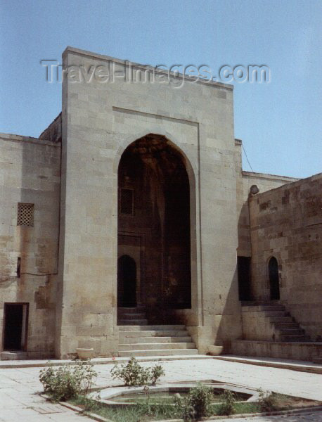 azer50: Azerbaijan - Baku: Shirvan Shah's palace - gate / Shirvanshahlar sarayi - UNESCO world heritage site - photo by Miguel Torres - (c) Travel-Images.com - Stock Photography agency - Image Bank