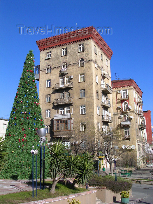azer519: Baku, Azerbaijan: Christmas tree and Soviet residential buildings on Fountain square - photo by G.Monssen - (c) Travel-Images.com - Stock Photography agency - Image Bank