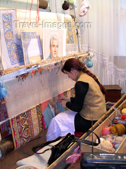 azer520: Baku, Azerbaijan: carpet weaver - photo by G.Monssen - (c) Travel-Images.com - Stock Photography agency - Image Bank