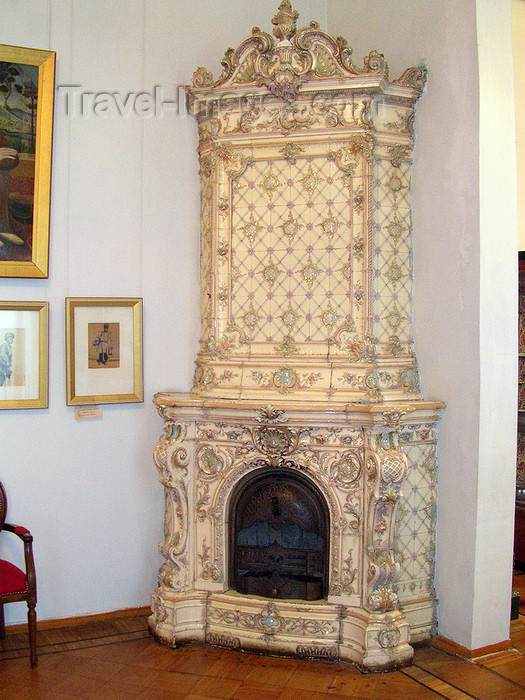 azer522: Baku, Azerbaijan: Arts museum - old stove  - photo by G.Monssen - (c) Travel-Images.com - Stock Photography agency - Image Bank